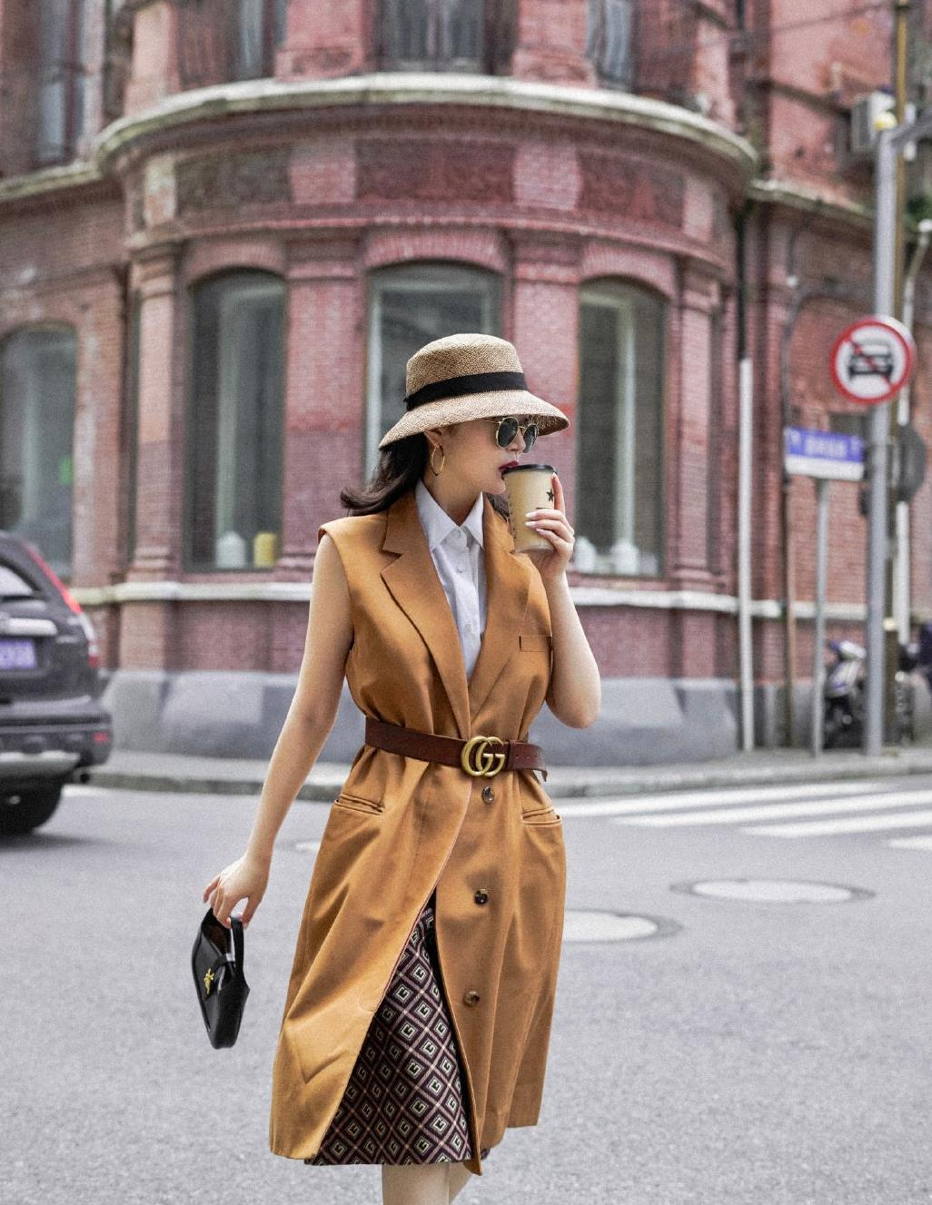 三木衣品超赞,不仅把自己打扮得很美,还带着她妈妈玩转时尚