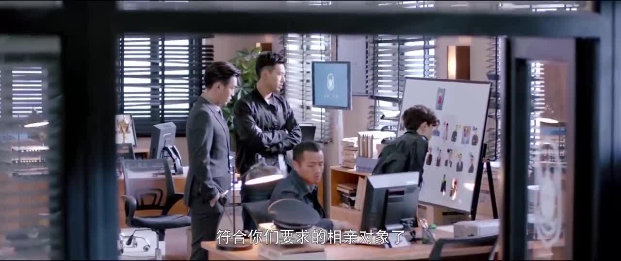 杀害美女的嫌疑人范围太大,然而秦明提出一个细节,嫌犯瞬间锁定