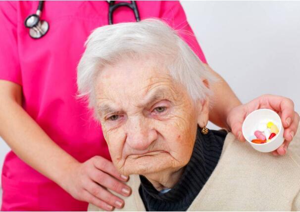 """老年痴呆越来越多?医生叹息:这4个""""祸根"""",多数人忽视了"""