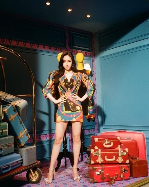 孙娜恩身穿迷你连衣裙 美腿令人神魂颠倒 公开身材出众的照片