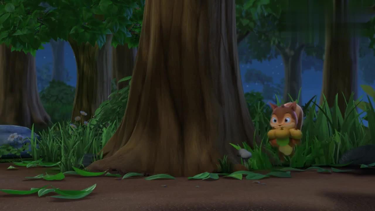 小松鼠半夜不睡觉,偷偷藏宝物,却被萌鸡发现了!