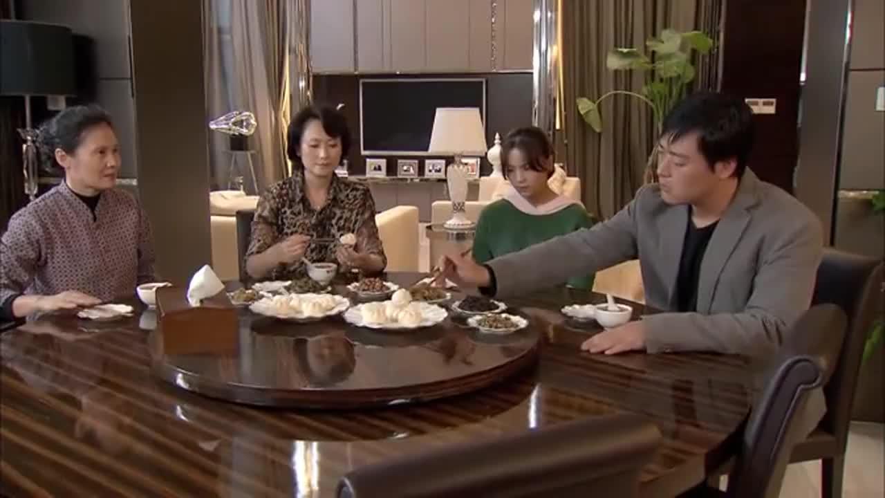 野鸭子:一家人闹矛盾,饭桌上全程不出声,这气氛看着太尴尬