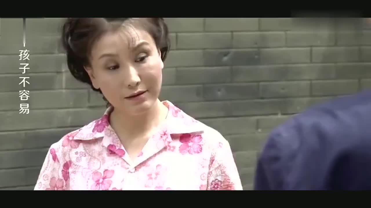 房东将夫妻俩赶出门,不料对方拿出一张纸,打脸打的啪啪响!