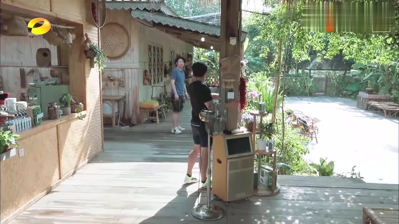 向往的生活:岳云鹏做客蘑菇屋,进门就要上床睡觉,黄磊一脸懵!