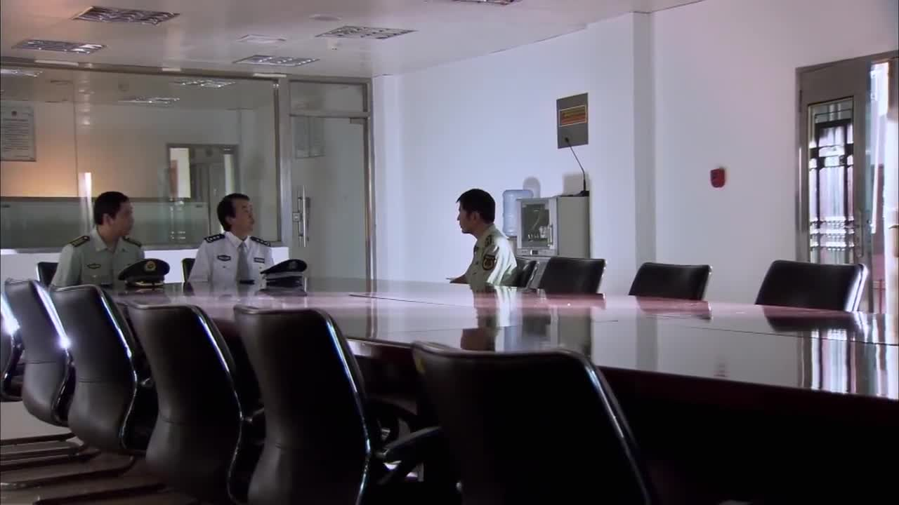 蓝色行动:妻子原来是国际刑警,男警不敢相信,藏得真深