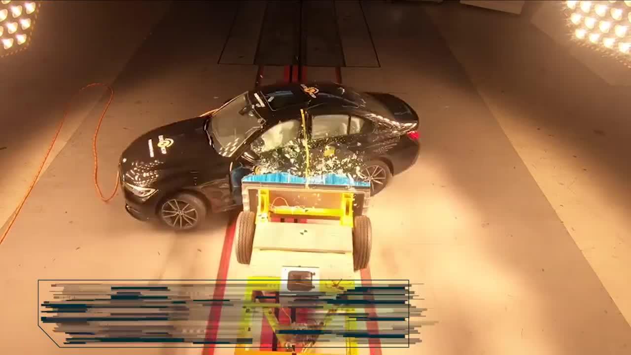 视频:宝马3系海外版碰撞成绩公开主打运动性的它碰撞后如何?