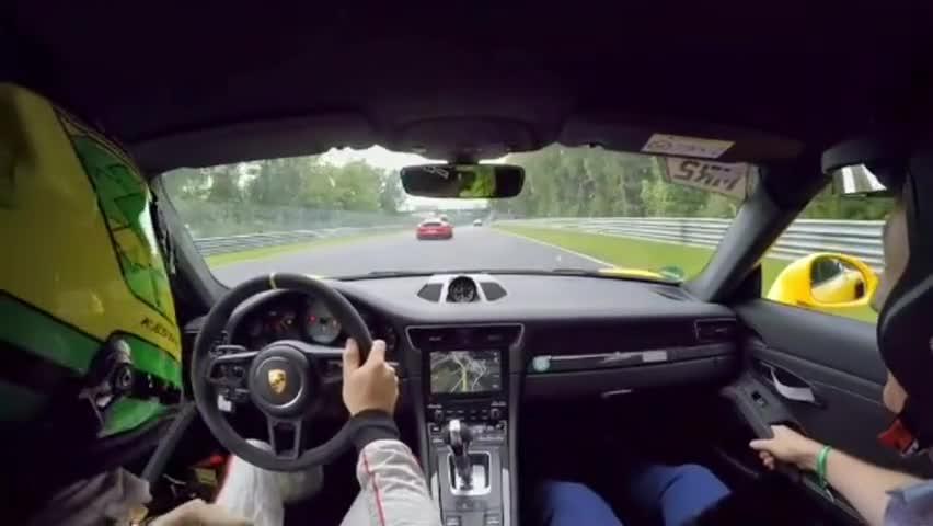 视频:大神驾驶保时捷911,我都不敢坐在上面,速度真是太快了!