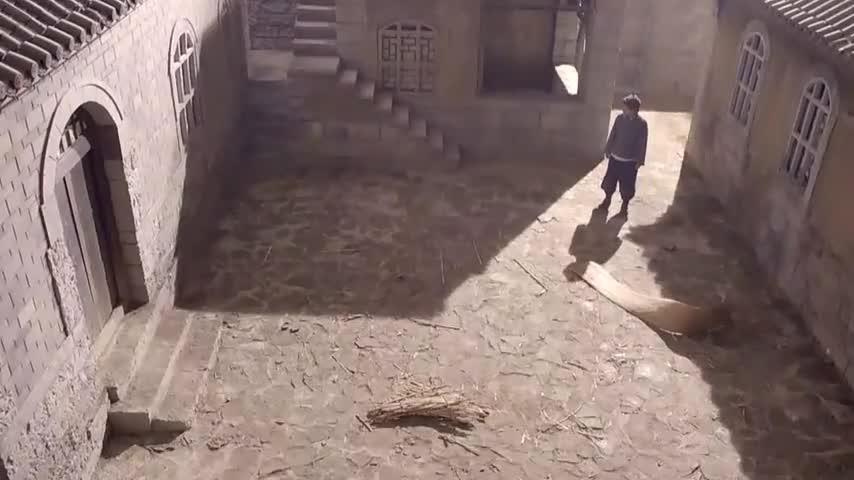 农村小伙刚回家,进门就发现不对劲,家里都被泥腿子给搬空了