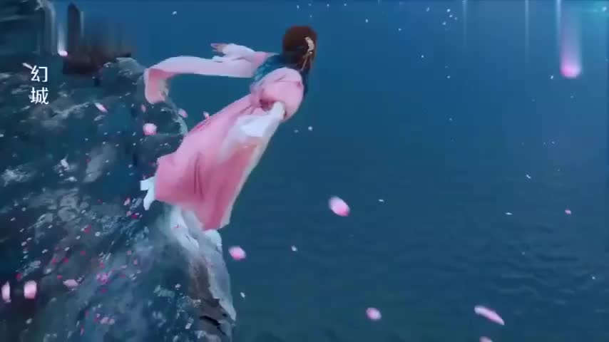 人鱼公主跳海了结自己,圣尊得知真相后大怒,要掐死火王子
