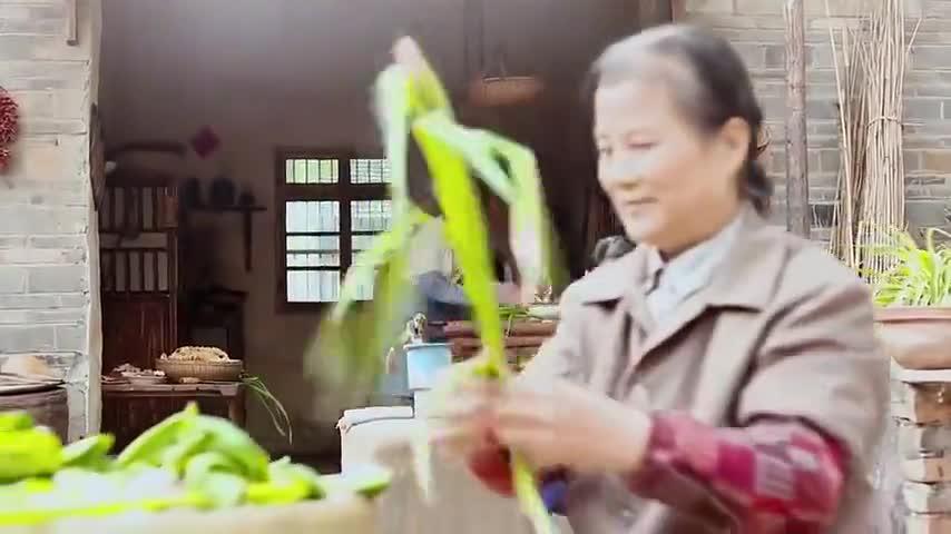 俺娘田小草:小浩真懂事,知道奶奶过寿的蛋糕不能随便乱吃