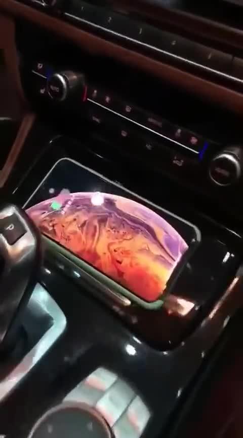 视频:宝马五系F18无线充电测试中!有IphoneX的可以约