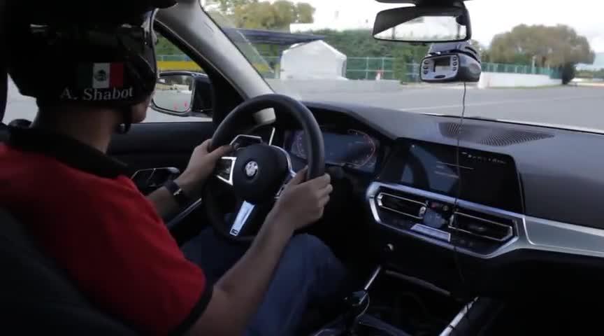 视频:2020款宝马3系330i操控如何?做个麋鹿测试你心里就有数了!