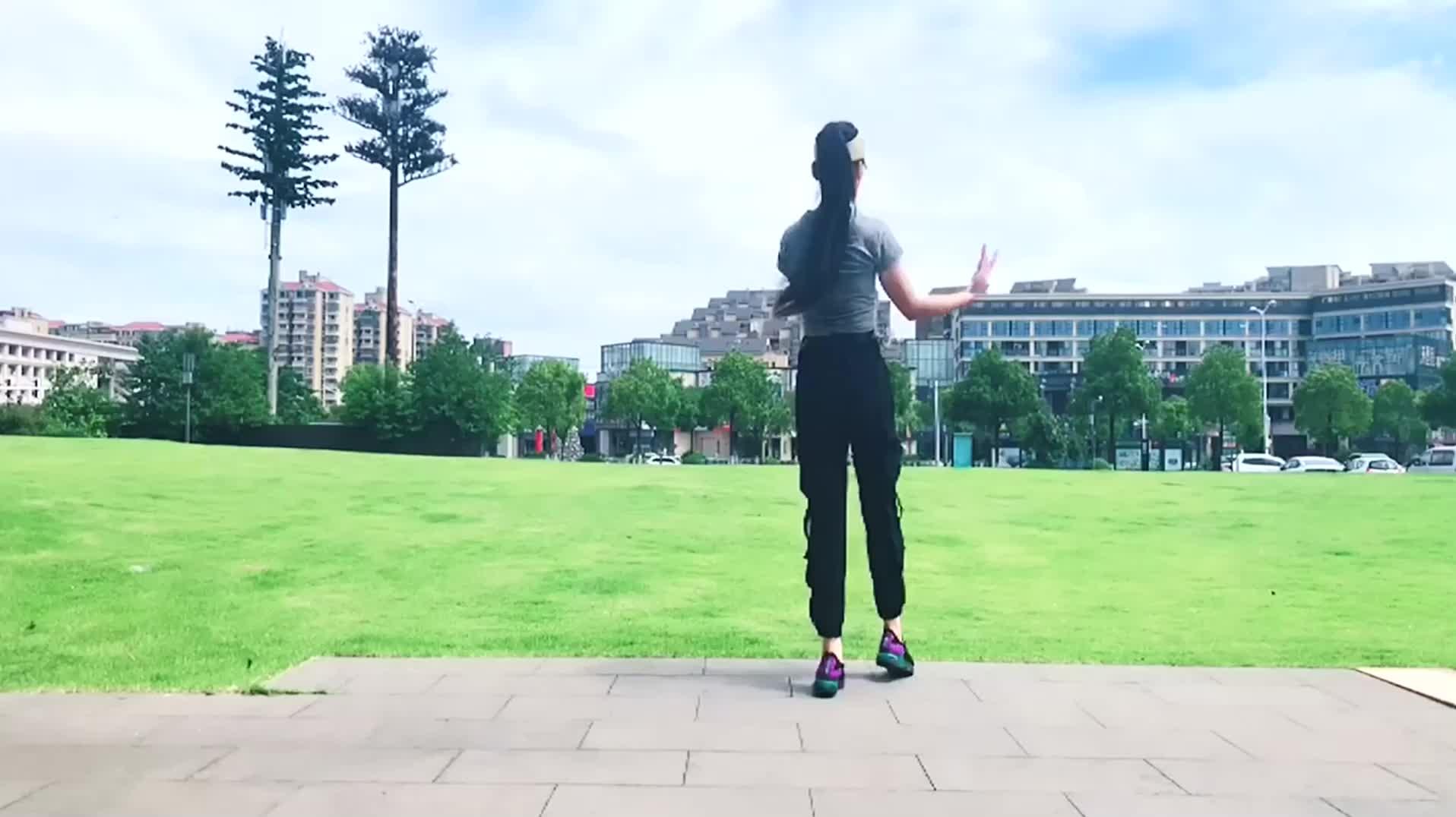 经典《又见山里红》32拍健身操,中老年最爱这个操,简单易学!