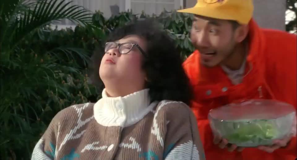 当听到沙拉是怎么做时,骠叔两口立马就吐了