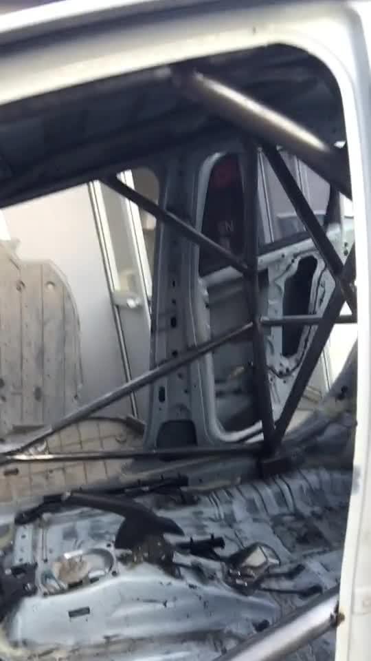 视频:新增三台飞度赛车,第一台防滚架完成
