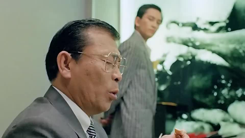 电脑做出的烤鸭卖相好,谁知老大爷一吃,假牙都拔出来了!