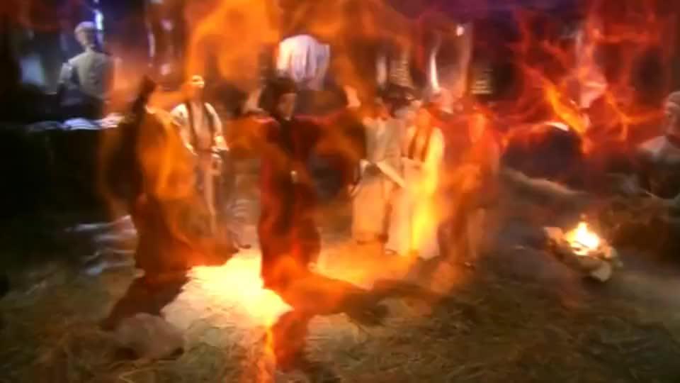 钟馗去天庭找白素贞,不料白蛇已经成了上仙,见到她还得行礼