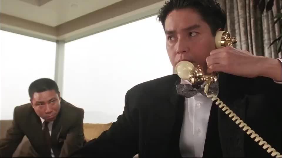 这胖子竟用炸弹威胁谭咏麟跟他比一场,要不然就点爆炸弹,真狠!