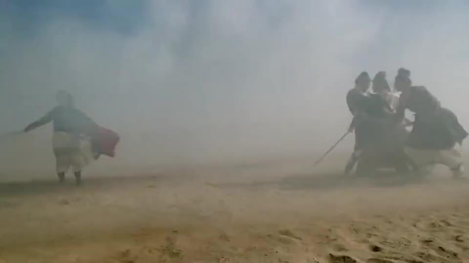 甄子丹进入沙漠如鱼得水,即使被困流沙,丝毫不影响他的操作