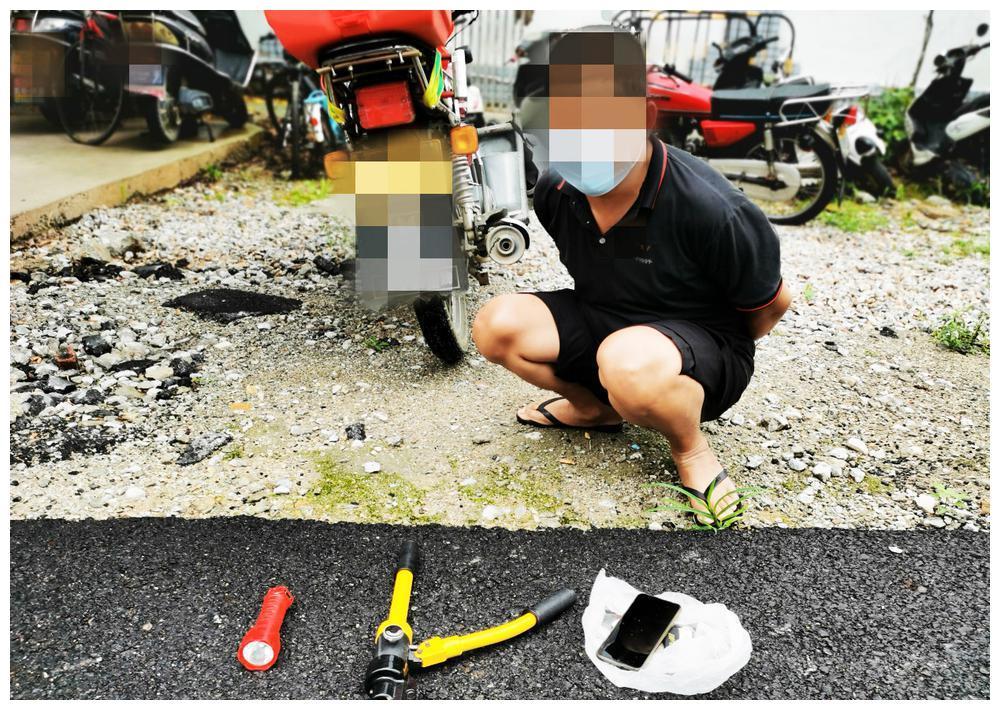 """男子入室盗窃""""偶遇""""房主 因涉嫌盗窃被公安机关依法刑事拘留"""