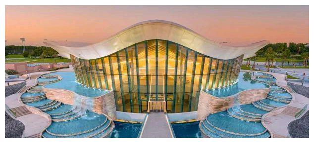 全球最深的潜水游泳池——「Deep Dive Dubai」