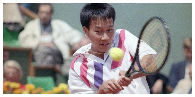 他的一项网球成就超越费纳德,是李娜的前辈,披露婚前仍然童子身