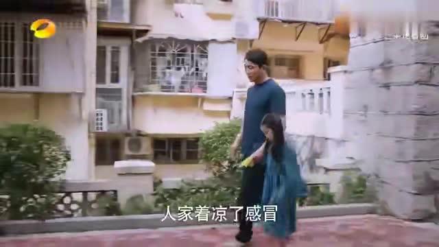 以家人之名:李爸和凌霄妈打招呼,不料尖尖:我爸和妲己相亲去!