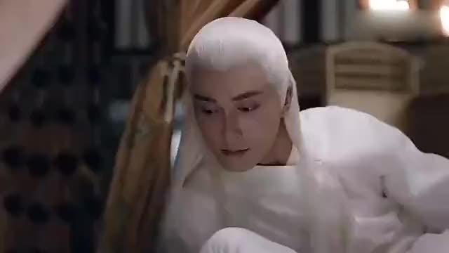 凤九向东华解释清楚与沉晔的关系之后,俩人灵修,可是不要太甜