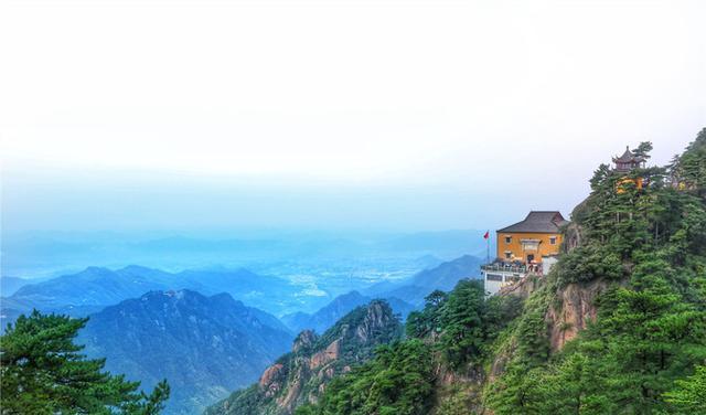 九华山最高寺院在海拔1300多米的山峰上,来九华不上天台等于白来