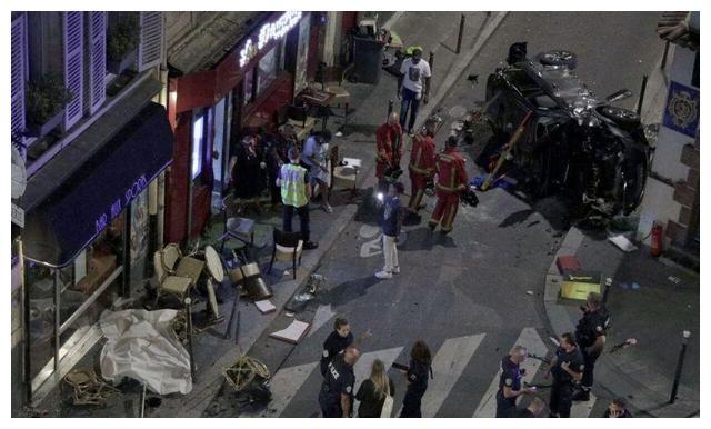 法国巴黎街头汽车冲入咖啡馆,多人伤亡,警方封锁现场!