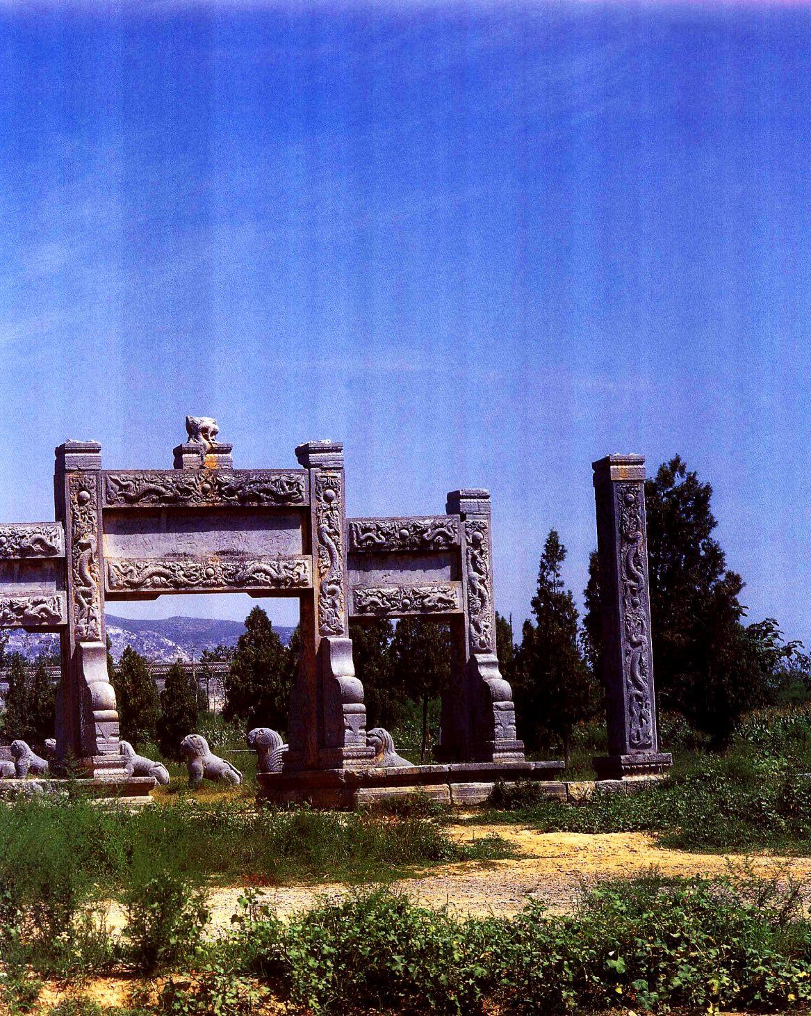 中国建筑艺术,神秘的陵墓文化,潞简王坟神道石像、牌坊