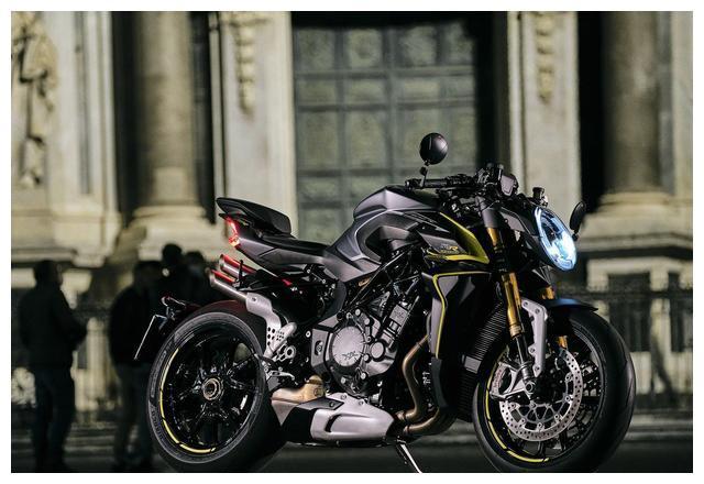 四缸公升超级街车摩托,MV奥古斯塔Brutale1000RR,最大208马力