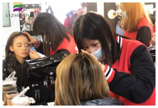 南宁化妆师培训班学子感言:开启人生新篇章