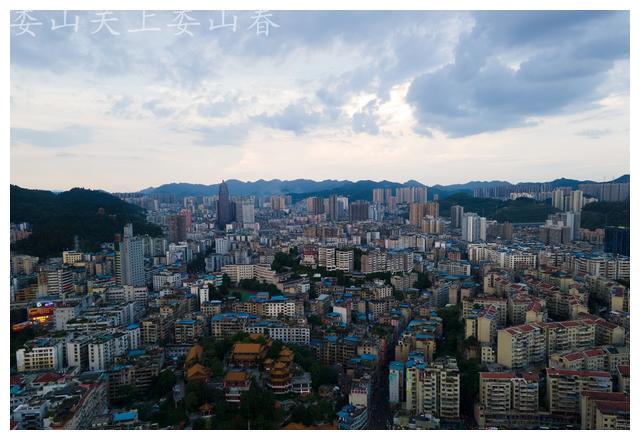贵州遵义城市旅游风光 傍晚时刻