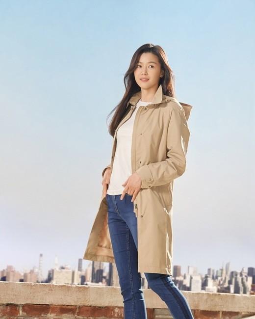全智贤公开户外品牌写真 展现出每个人都向往的健康风格