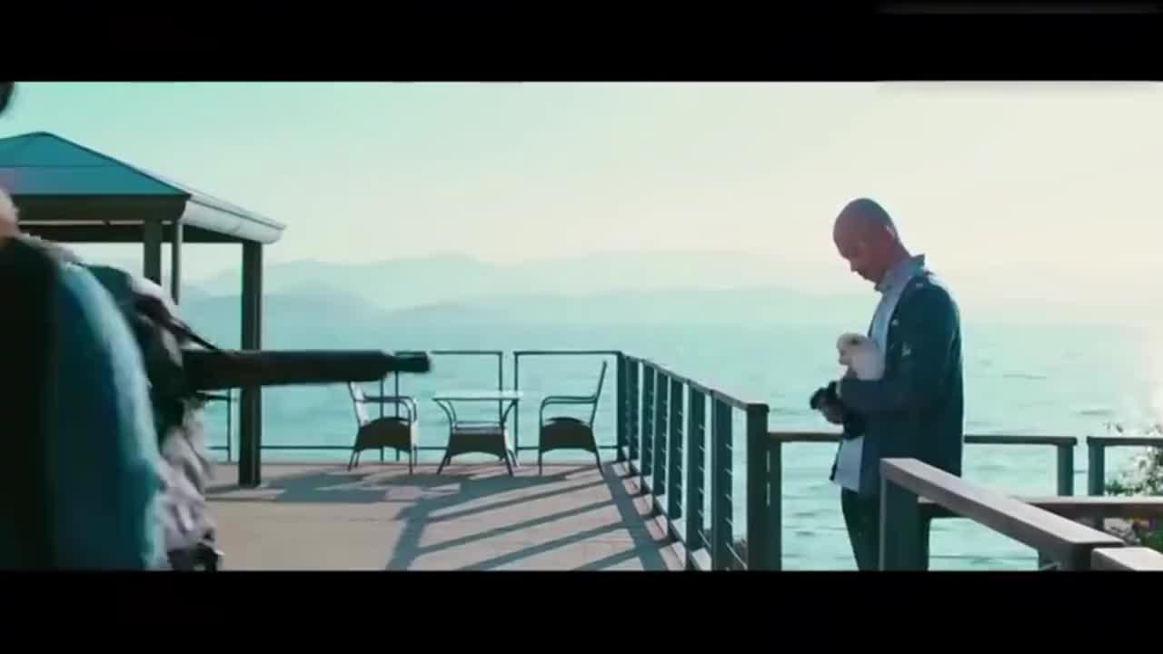 张茜一首《用力活着》,现实的歌词,唱出了对生活的无奈!