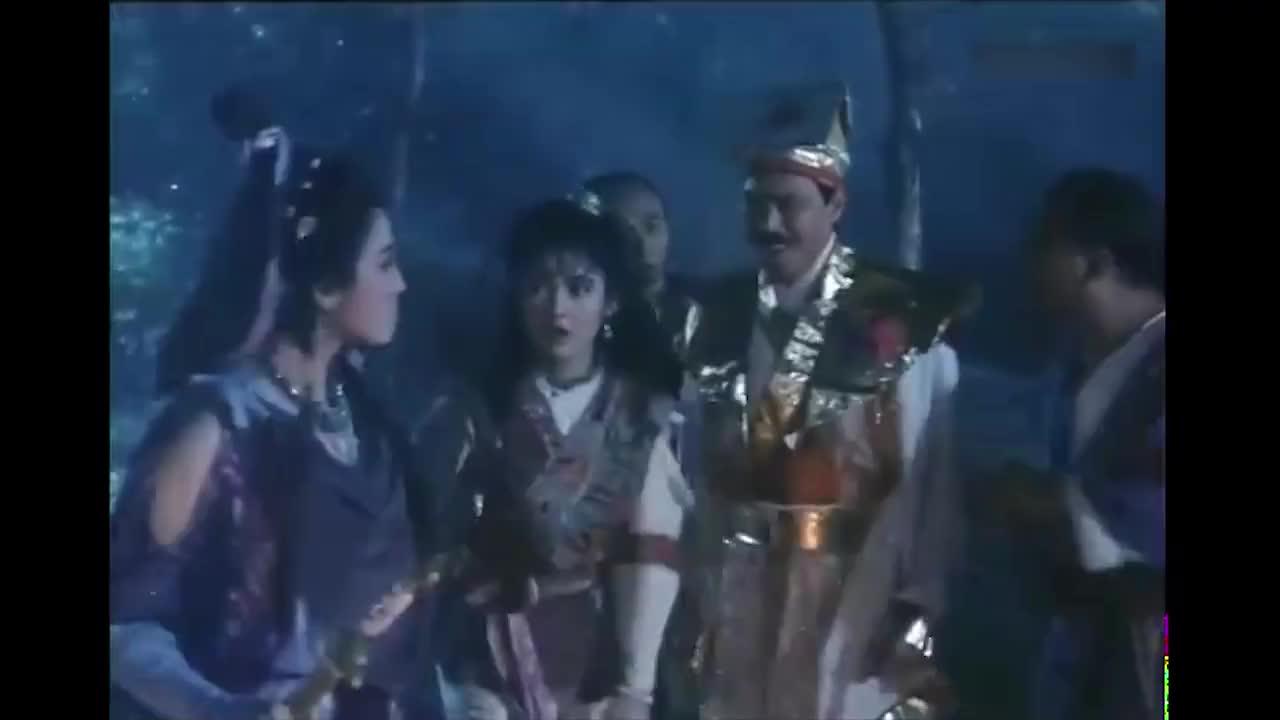 魔王太厉害了,七星女的双子剑,直接被她揉成碎片