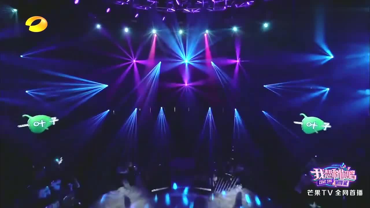 蔡健雅与男模登台唱歌,中途两人一个动作,台下美女都叫疯了!