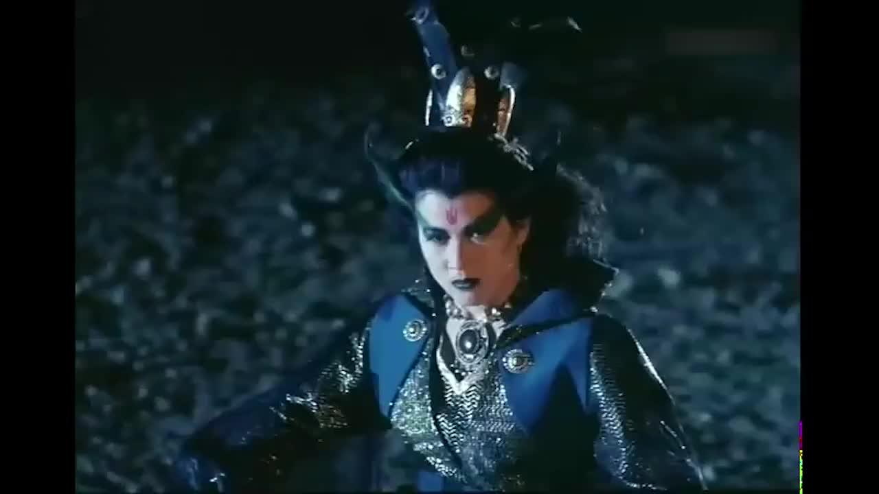 千年邪姬太厉害了,借用天神之力打破了护墓罩,这下危险了