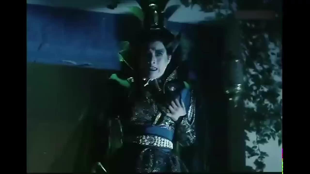 千年邪姬杀到古墓,两派高手一起对付她,这剑阵太厉害了