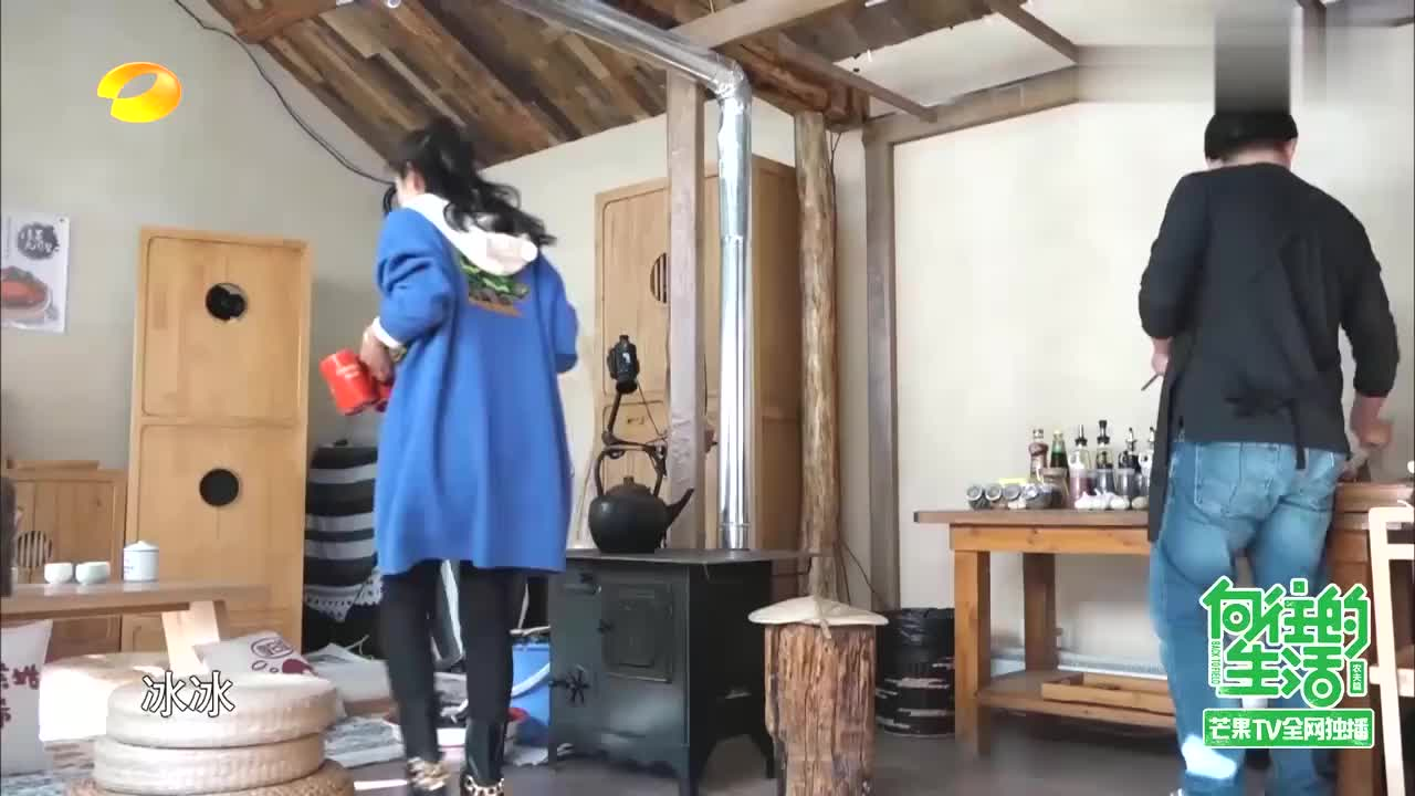 蘑菇屋最省心客人诞生,任泉携手李冰冰来做客,竟自带火锅底料!