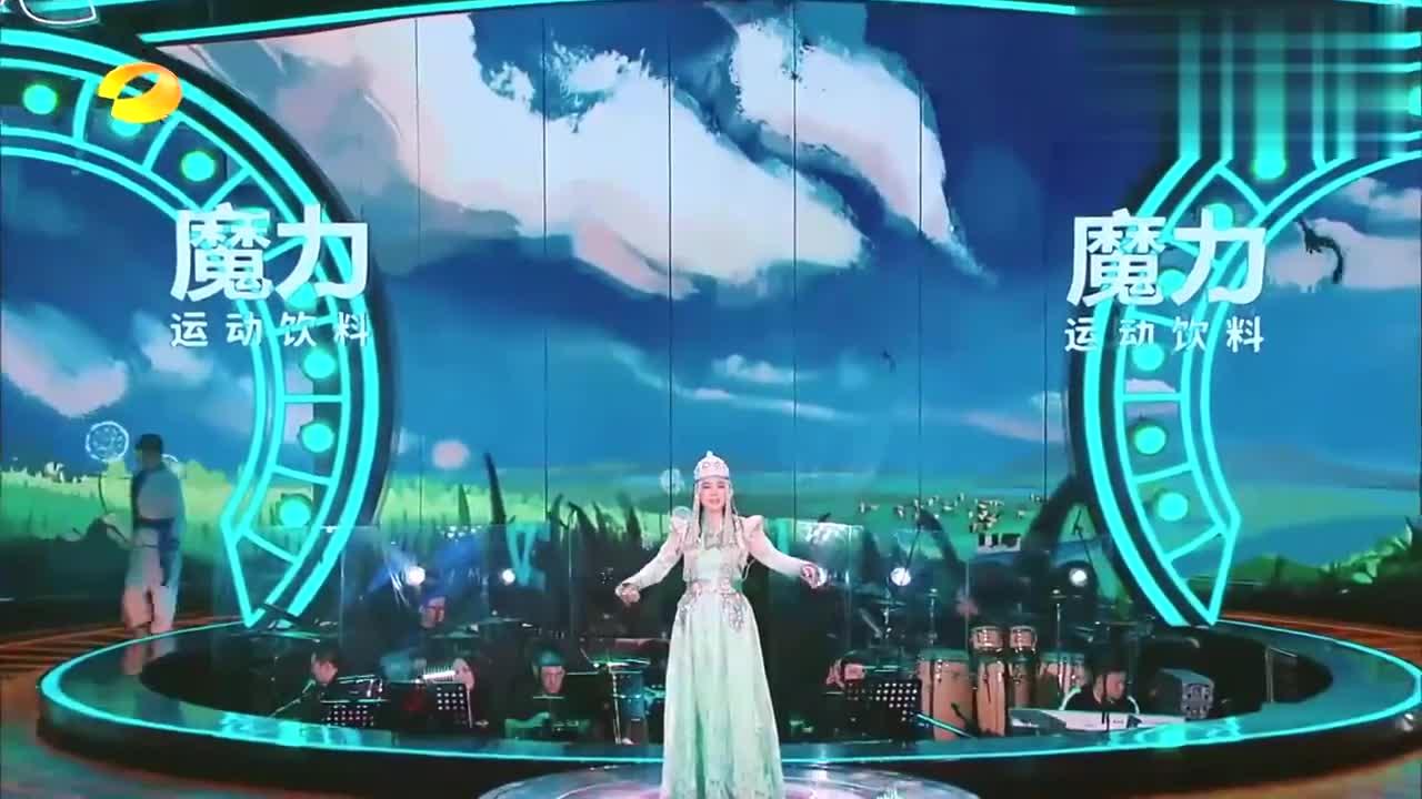 乌兰拖雅再唱成名曲套马杆,老歌新唱太好听,瞬间风靡大街小巷!