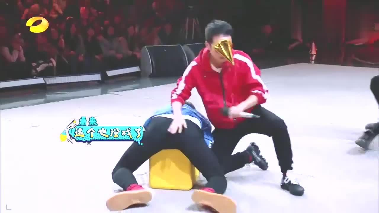 张彬彬抢到凳子,坐舞台中央丝毫不慌,偶像气质又回来了!丨快本