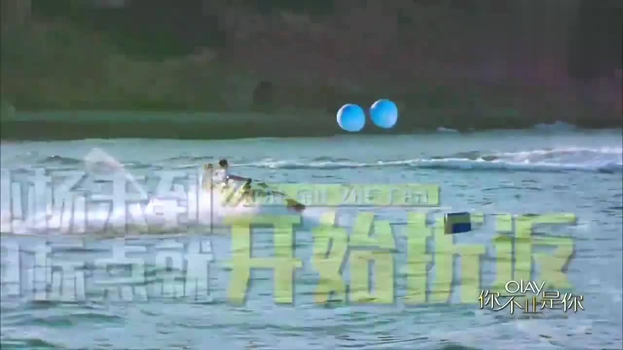 袁弘在水上骑摩托艇太飒了,一路水花四溅,莫文蔚陈乔恩:好强