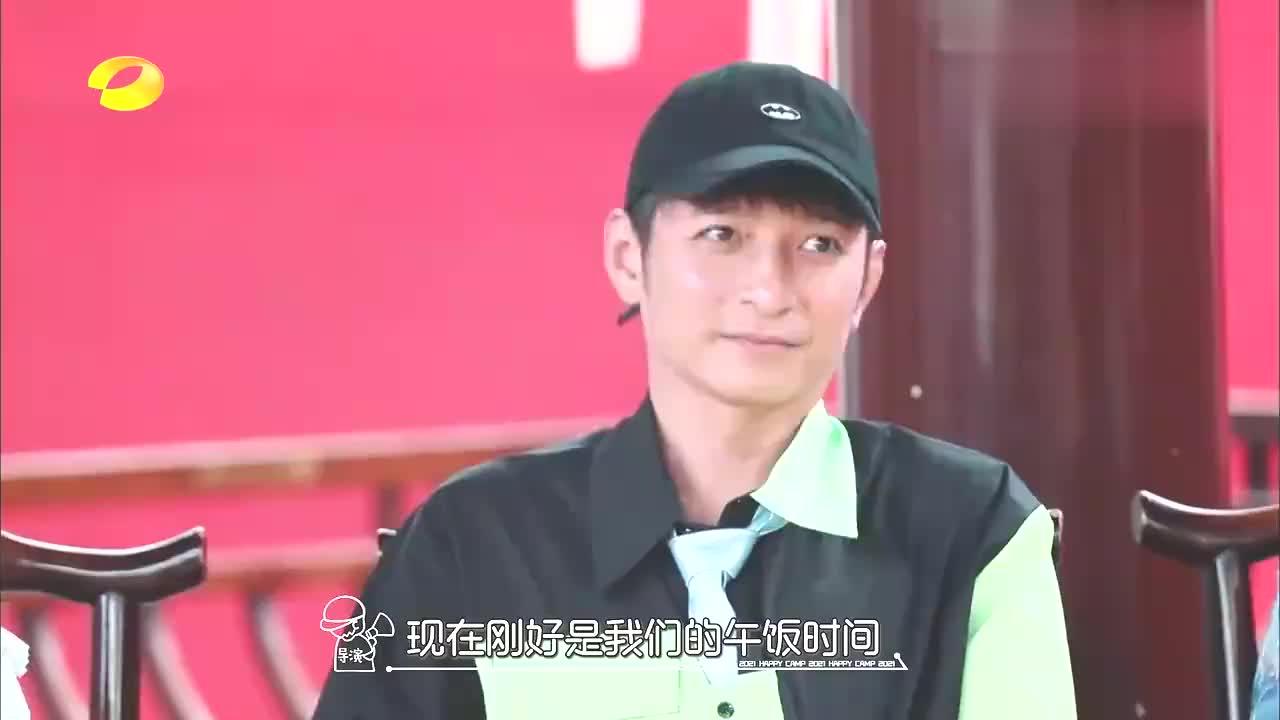 带奶嘴的宋亚轩和刘耀文,一个比一个萌,撩人不自知丨快本