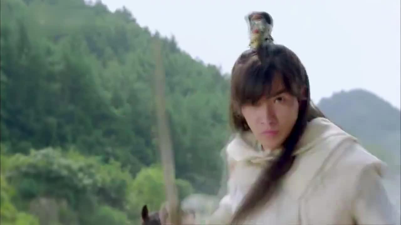 萧十一郎:高富帅对少侠手下留情,没想兄弟被女侠给打落水中!