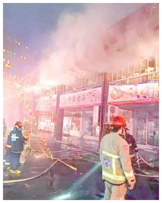 大马尼拉一市场失火,里面有许多华人店铺