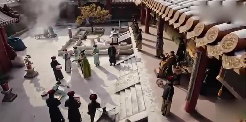 如懿传:新来的常在和皇上堆雪人,得知炩妃来,一脸不情愿!