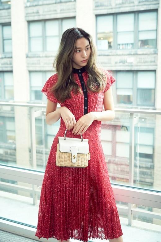 AOA金雪炫奢侈品品牌写真公开 变身为春天女神