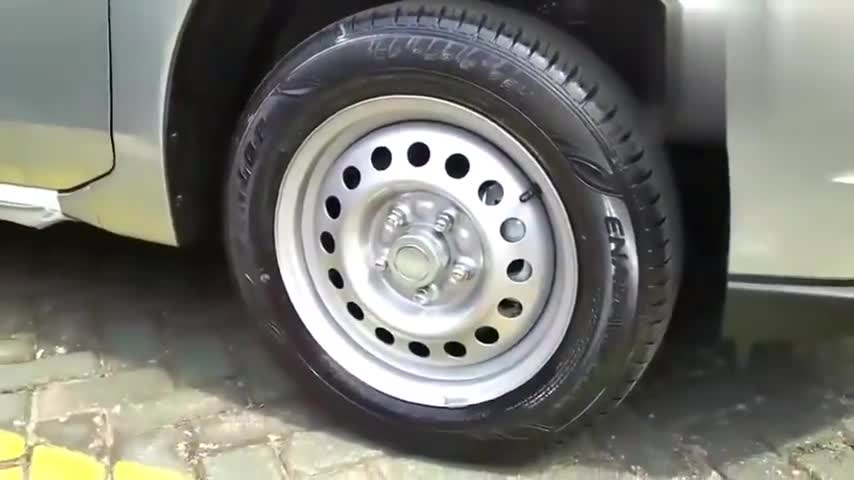 视频:日产骊威Livina到货,车门打开